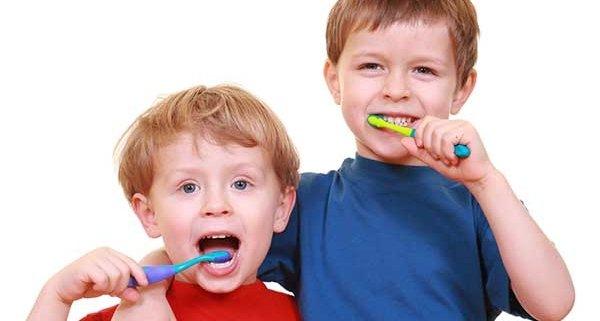 علاقه مند کردن کودکان به مسواک زدن